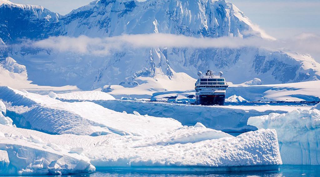 El MS Midnatsol es uno de los barcos más grandes de la flota de Hurtigruten.