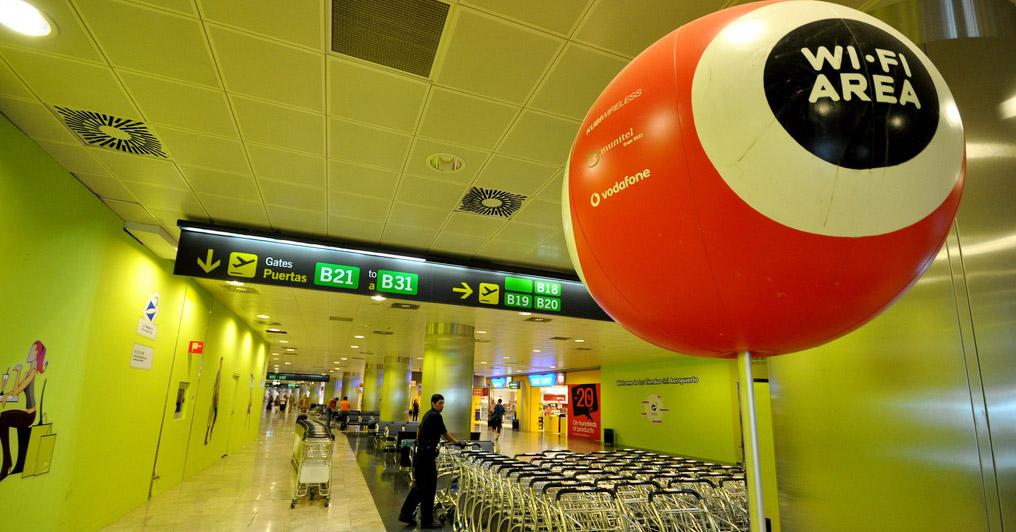 Adolfo Suárez Madrid-Barajas es uno de los aeropuertos de Aena que aumenta a 30 minutos la conexión wifi.