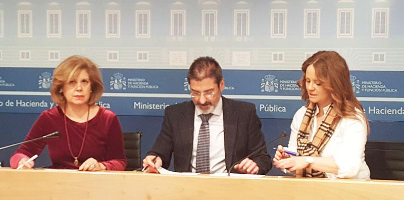 De izquierda a derecha: Fina Muñoz, Pablo Arellano y Concha Navarro.