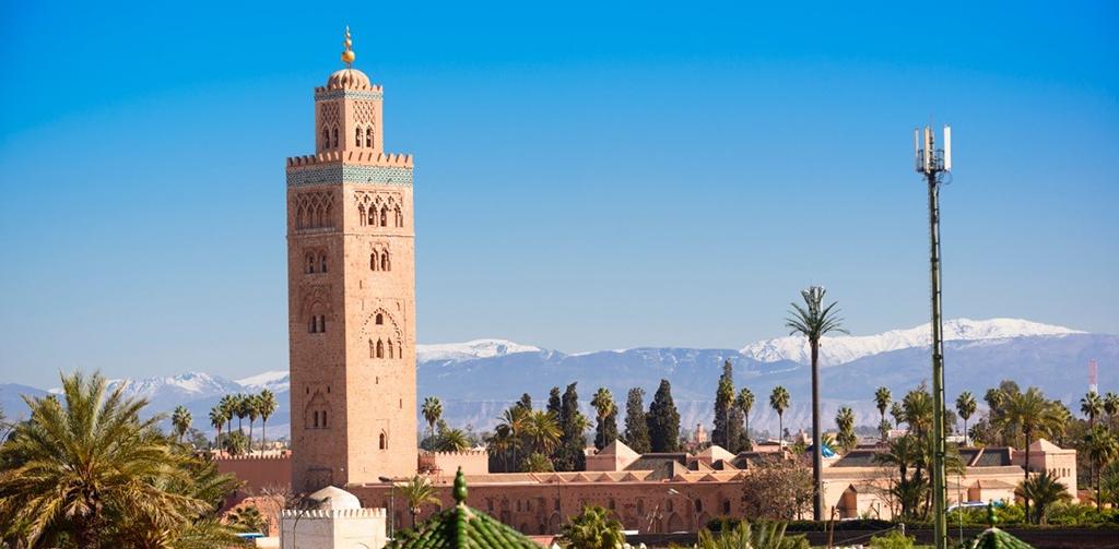 La mezquita Koutoutbia, con su minarete de 77 metros de altura, es uno de los atractivos de Marrakech.