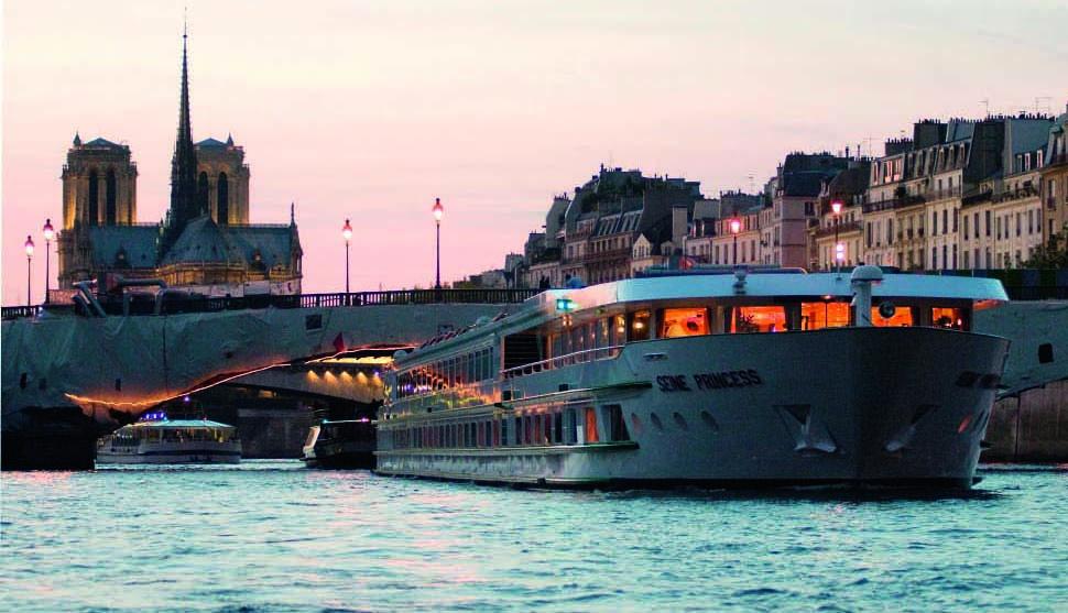 El buque Seine Princesse recorrerá el Sena en ocho días.