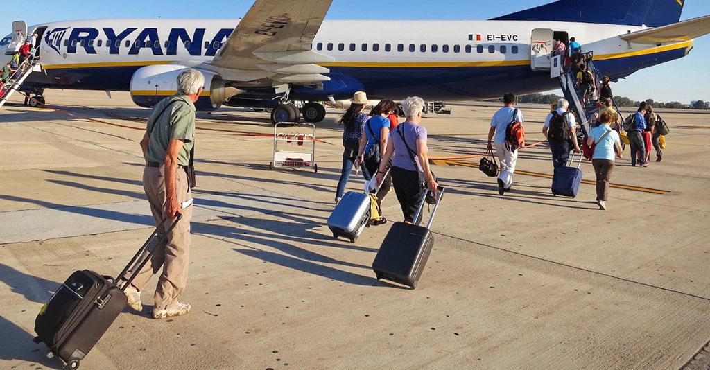 Ryanair, condenada por cobrarle por el bolso a una mujer